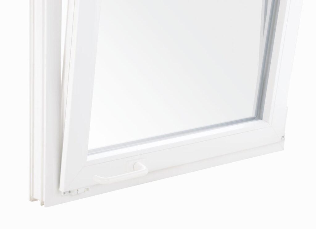 okno z klamką na dole skrzydła