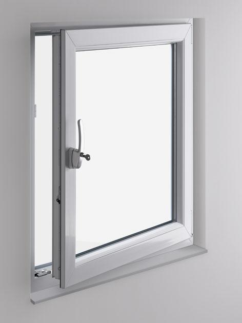 kwadratowe uchylone okno