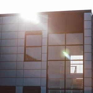okna na klatce schodowej